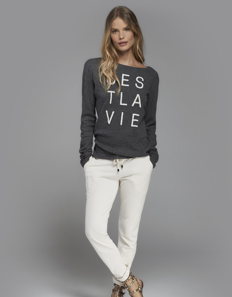 Juvia | Sweater (Grau mit Print) und Jogginghose