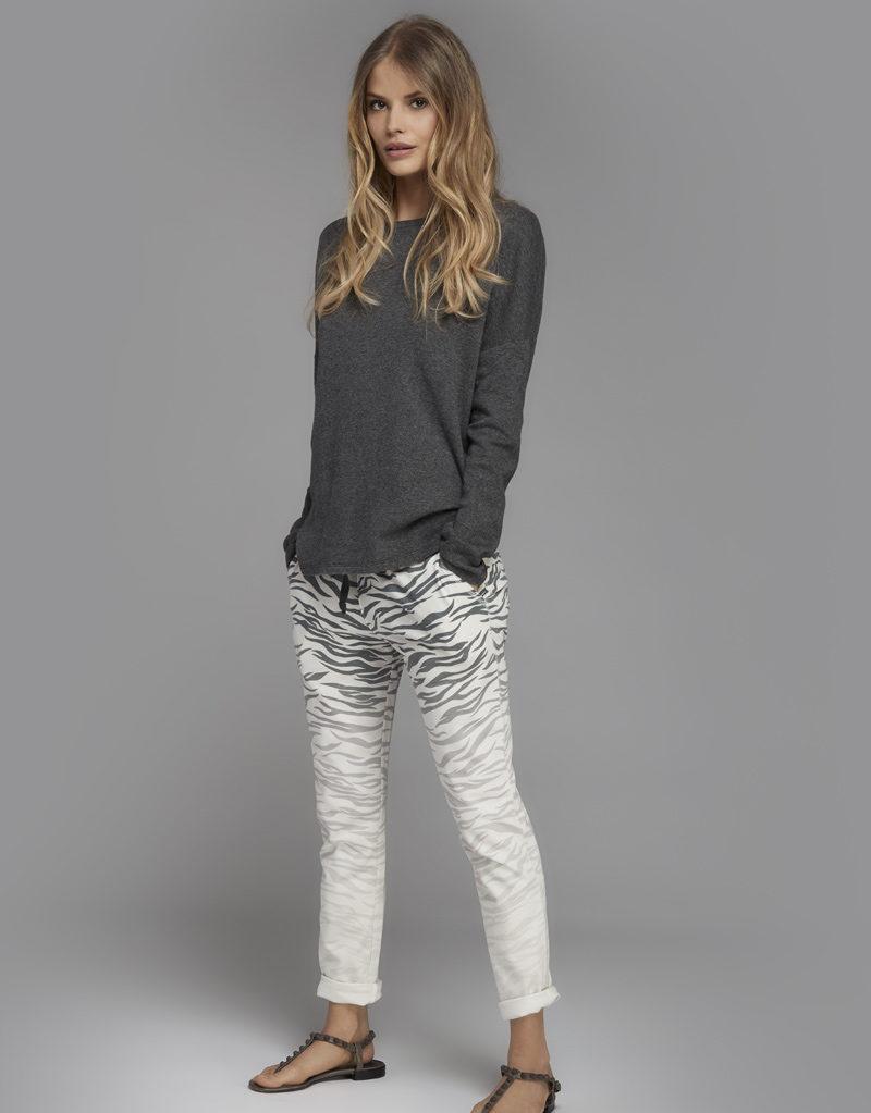 Juvia | Shirt (Grau) und Jogginghose (Muster)