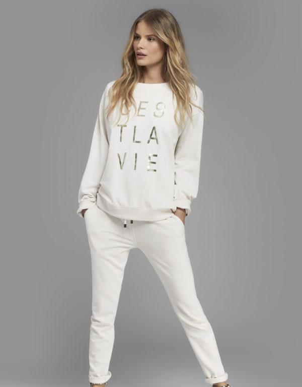 Juvia | Sweater (Weiß mit Print) und Jogginghose
