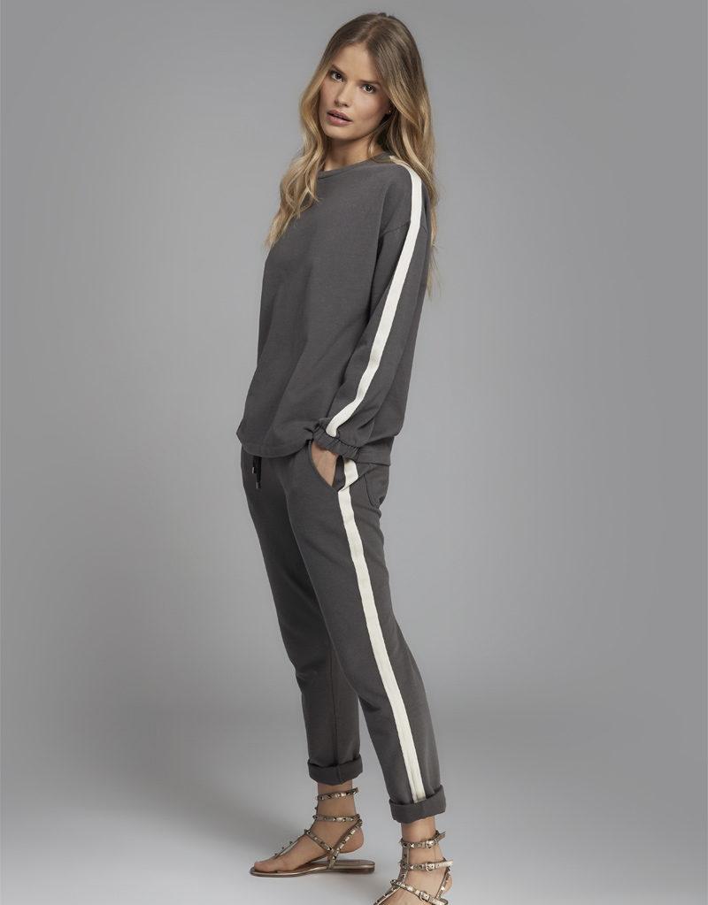 Juvia   Sweater (mit Streifen) und Jogginghose